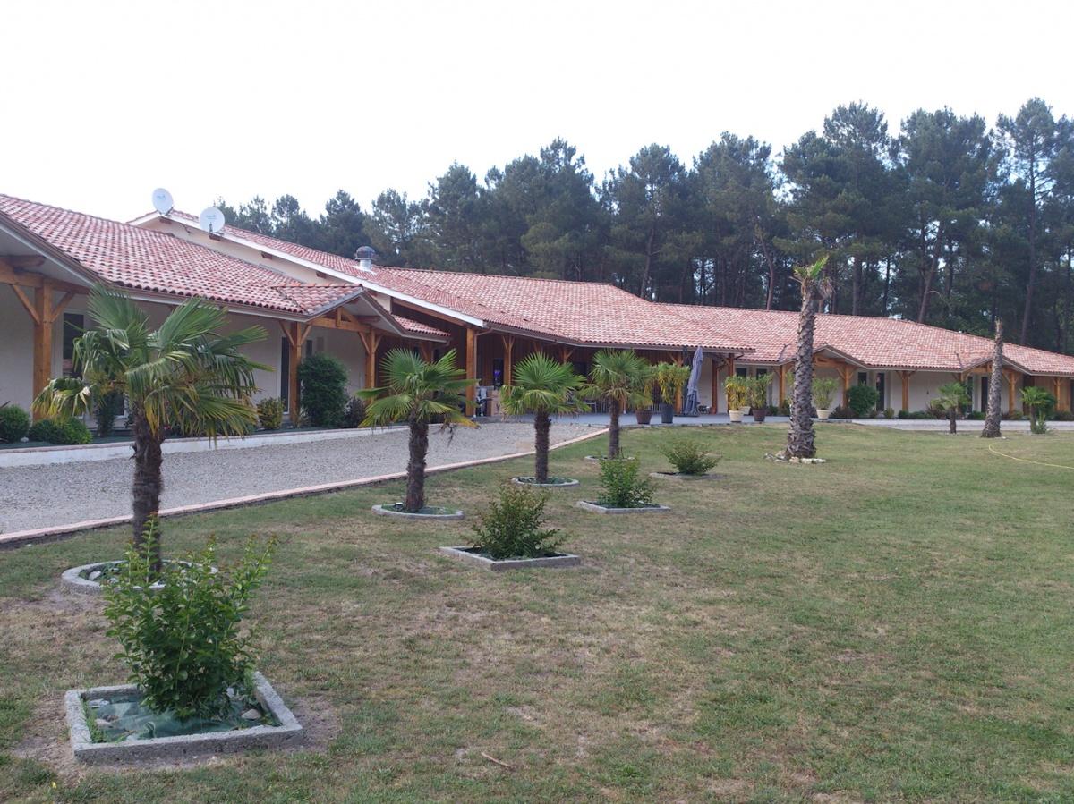 Hôtel 2* de 28 chambres + maison de gardien : hotel du lac 4
