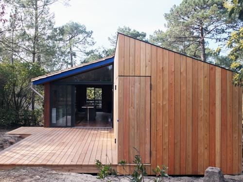 Extension et réaménagement intérieur d'une maison bois : 18. Vue façade nord fermée