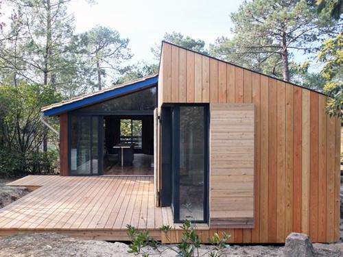Extension et réaménagement intérieur d'une maison bois : 19. Vue façade nord ouverte