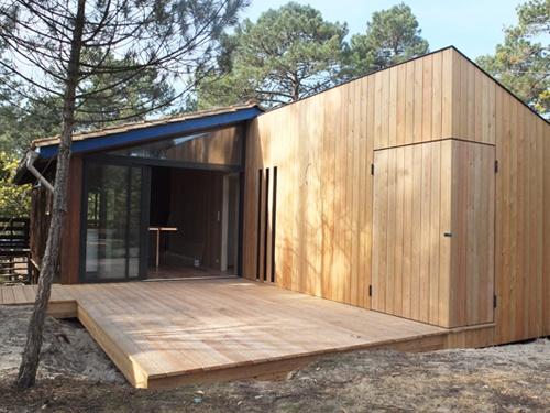 Extension et réaménagement intérieur d'une maison bois : 15. Vue façades fermées