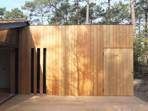 Extension et réaménagement intérieur d'une maison bois : 17. Vue façade est fermée