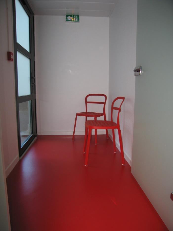 Réaménagement des locaux de la crèche Macédo, en un foyer d'accueil pour des femmes victimes de violences conjugales : Juillet 2011 021