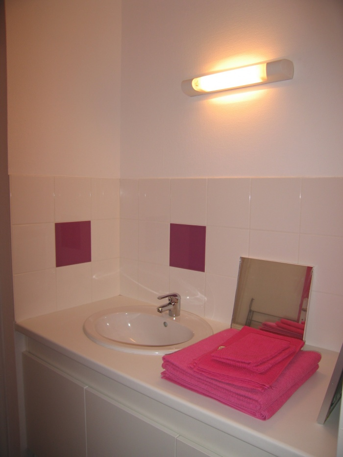 Réaménagement des locaux de la crèche Macédo, en un foyer d'accueil pour des femmes victimes de violences conjugales : Juillet 2011 031