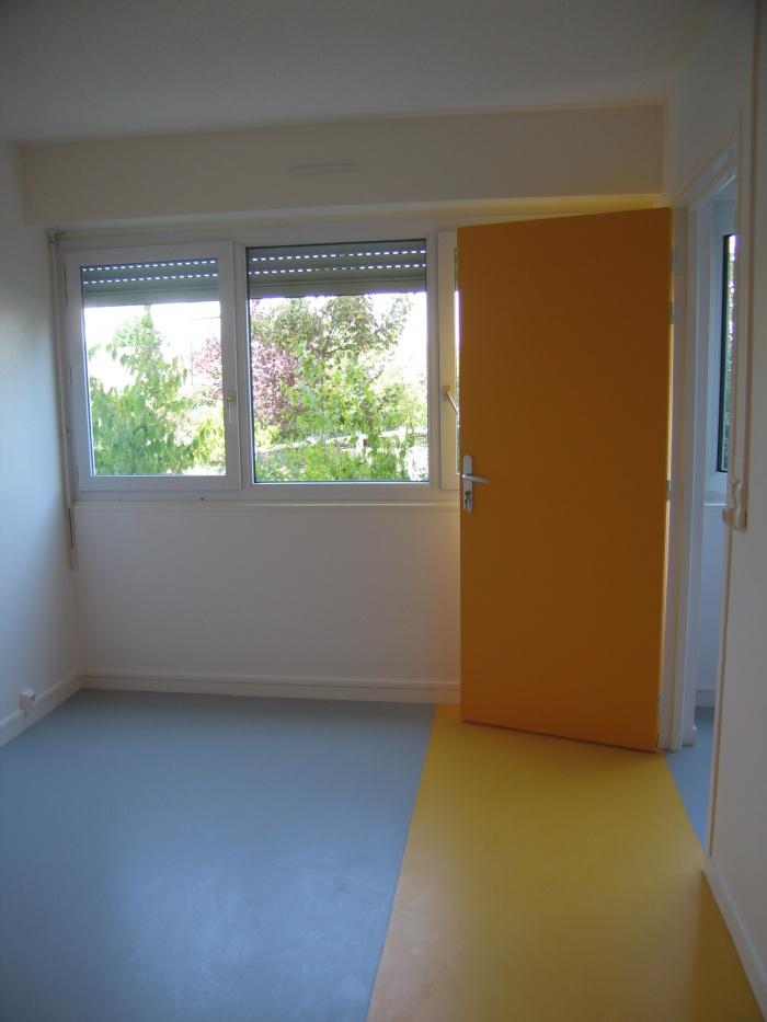 Réaménagement des locaux de la crèche Macédo, en un foyer d'accueil pour des femmes victimes de violences conjugales : Juillet 2011 012