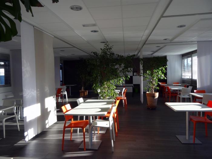 Concept de salle à manger pour un centre d'accueil handicapé : salle