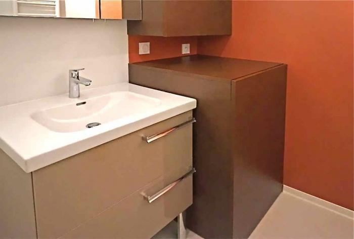 Salle d 39 eau int rieur cuir la rochelle - Meuble salle de bain panier a linge integre ...