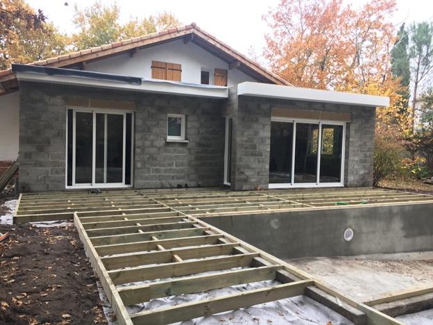 Extension d'une habitation existante - ST JEAN D'ILLAC : chantier en cours