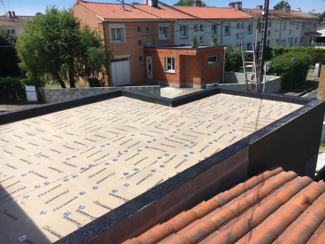 Extension et surélévation d'une habitation existante - PESSAC : Chantier en cours